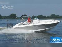 Robalo 240 CC (similar to Boston Whaler)