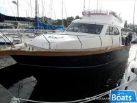 Viki 32 Flybridge Cruiser