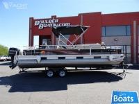 Sun Tracker 24 Fishing Barge