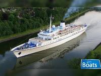 Cruise ship 154.60m.