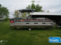 Sun Tracker 24 Party Barge