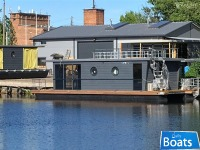 Houseboat Waterlodge Two