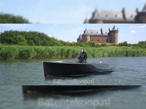 Admirals Tender Sport 890