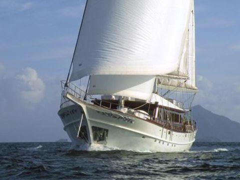 Silyon yachts luxury motor sailor for sale daily boats for Luxury motor boats for sale