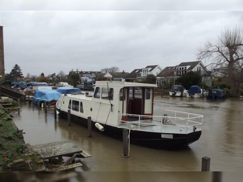 River Barge Liveaboard / Cruising Barge