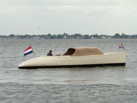 Notarisboot Raven 820