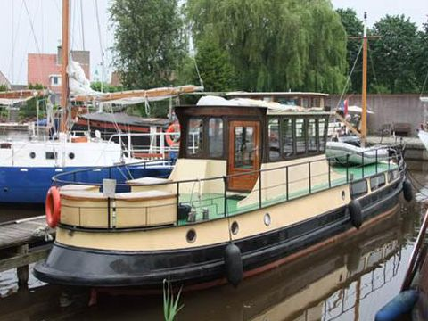 Family ship,living-recreation former Eel Cutter
