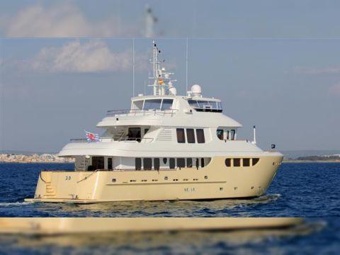 Jade Yachts 90