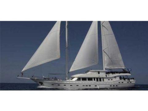Luxury Yacht 37 m.