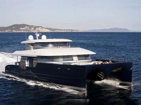 Power Catamaran 85
