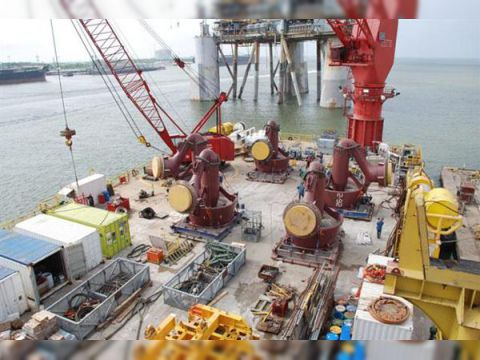 Jack up rig Accommodation Work Barge/300t crane