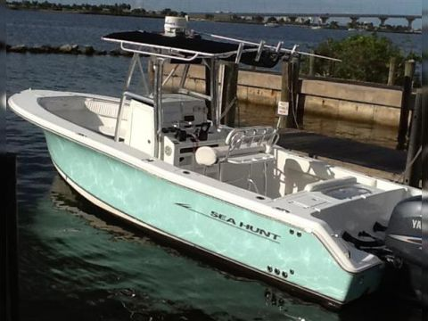 Sea Hunt 26 Center Console