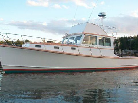 Jarvis Newman Flybridge Cruiser