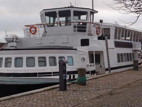 30 m Luxury Live aboard / Restaurant/ passenger