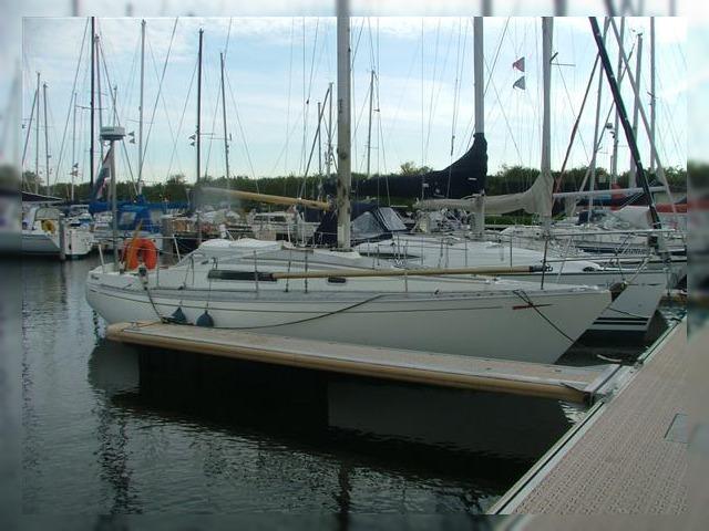 Aqua Lodge Houseboat