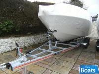 Bayliner 642 Cuddy Red & White Hull