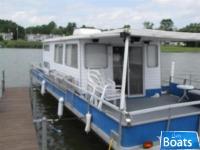 Crest Houseboat